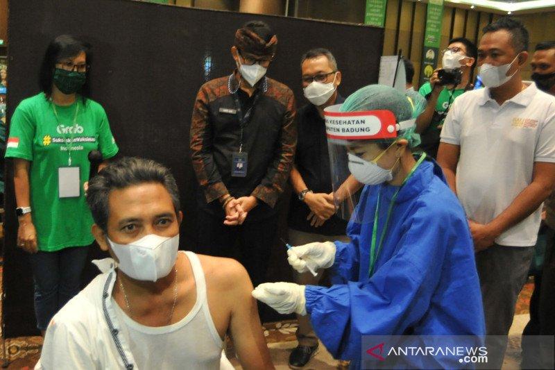 Menparekraf pastikan kesiapan vaksinasi untuk pelaku parekraf di Bali