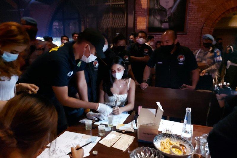 Kemarin, sanksi bagi THM bandel hingga Millen Cyrus diamankan polisi