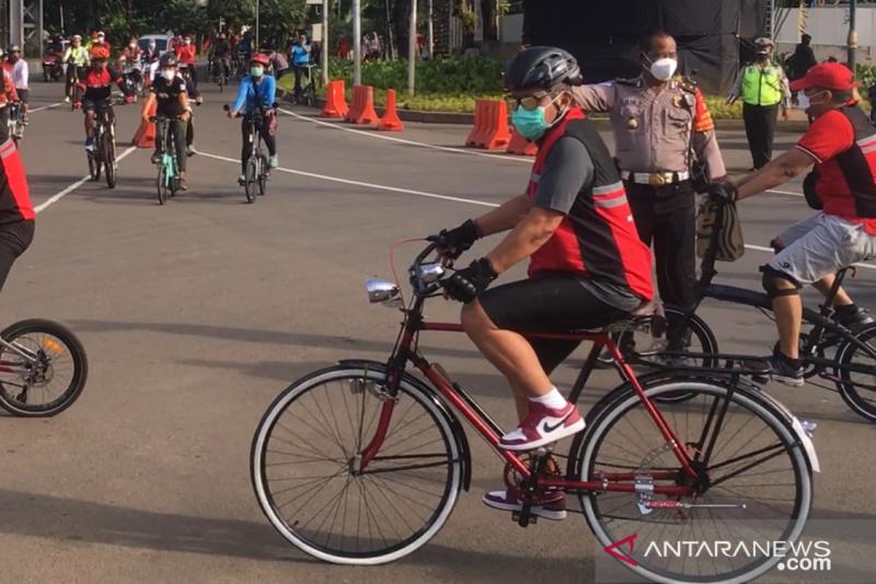 Politik hijau PDI Perjuangan saat bersepeda santai di Monas dan GBK