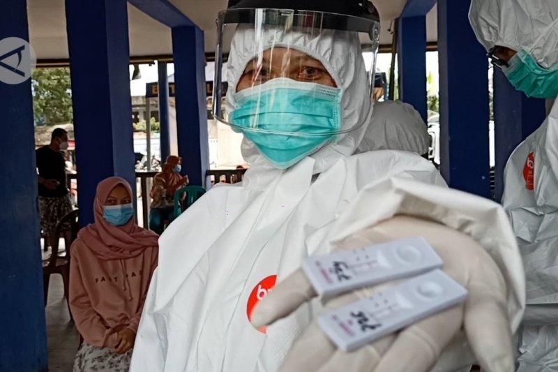 Terminal Pakupatan Serang gelar tes cepat antigen secara acak