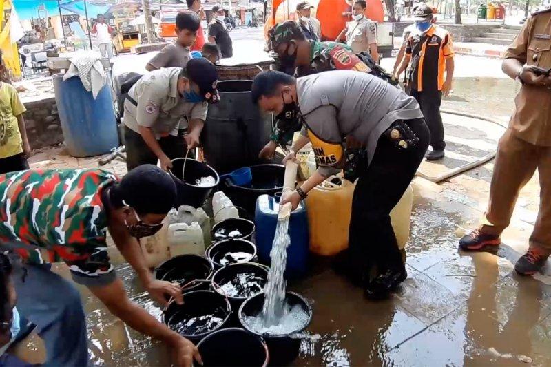 BPBD Padang salurkan air bersih bagi warga Batang Arau