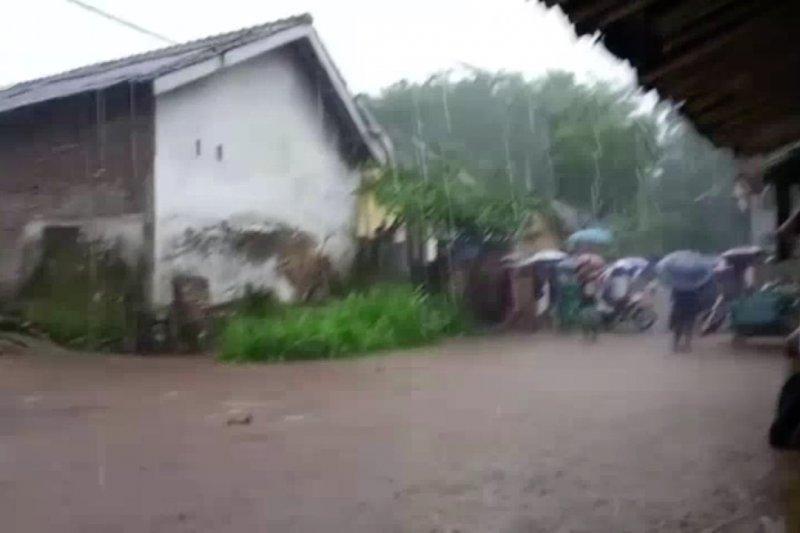 Banjir terjang ratusan rumah di Jember