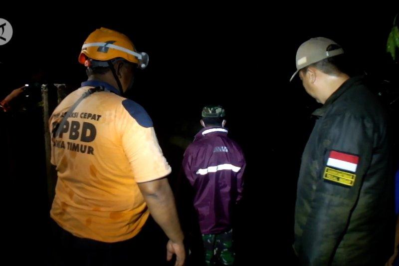 Trauma banjir, warga di bantaran Sungai Bedadung Jember tak tidur