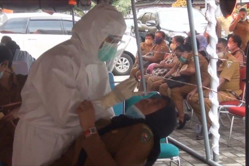 Pemkot Ambon imbau warga dengan gejala COVID-19 segera memeriksakan diri