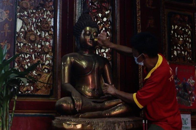 Tak gelar tradisi Imlek, klenteng tertua di Palembang dibuka