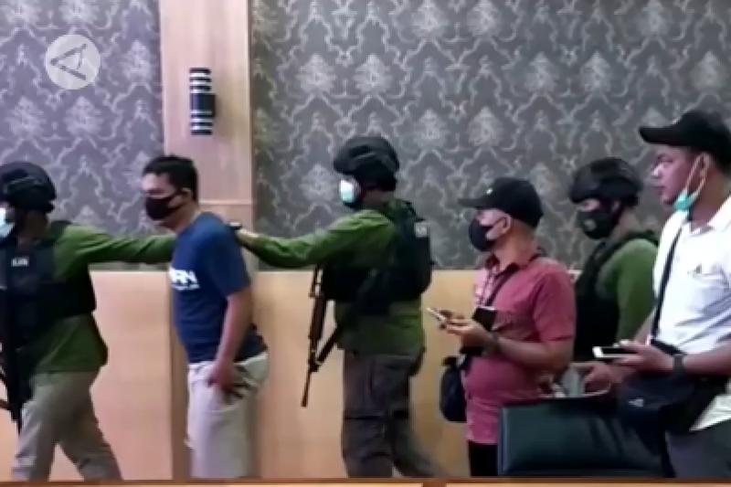 Polisi suplai senpi ke KKB, Kapolda Papua janji tak akan tebang pilih