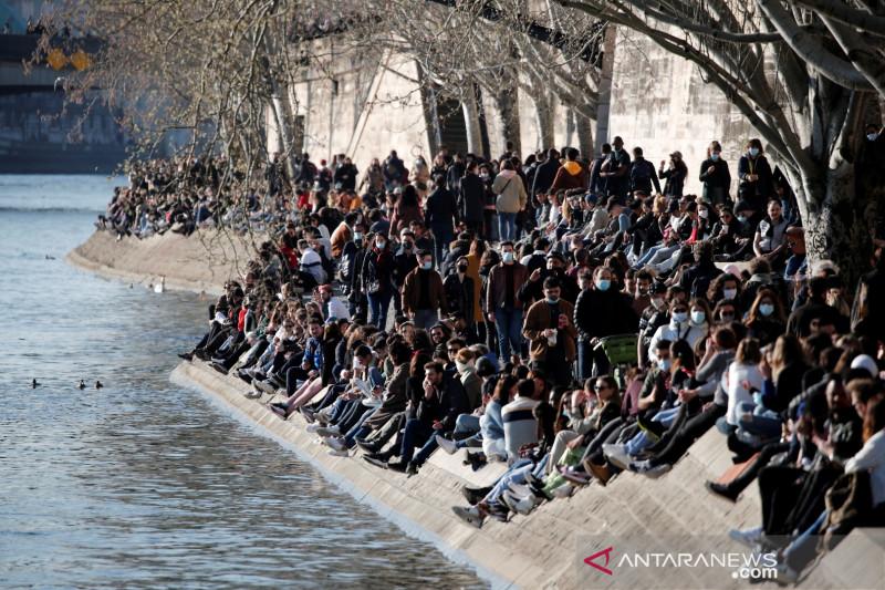 PM Prancis berlakukan penguncian COVID sebulan di Paris