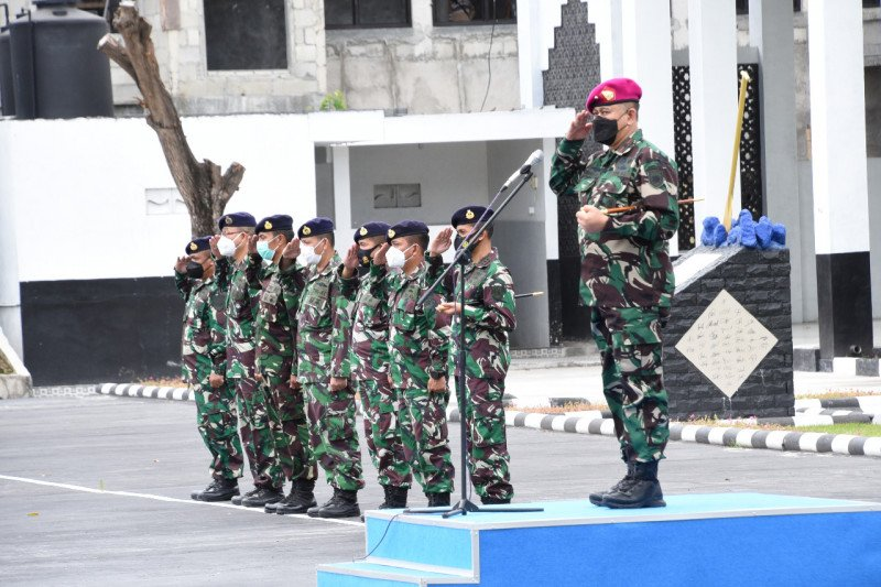 Komandan KRI/KAL Lantamal VIII tandatangani pakta integritas