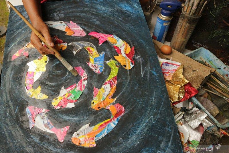 Lukisan dari sampah plastik