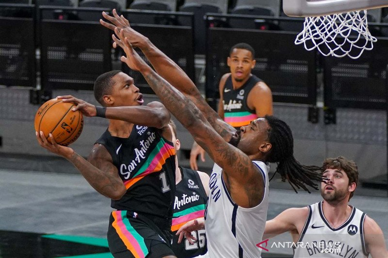 NBA: San Antonio Spurs vs Brooklyn Nets