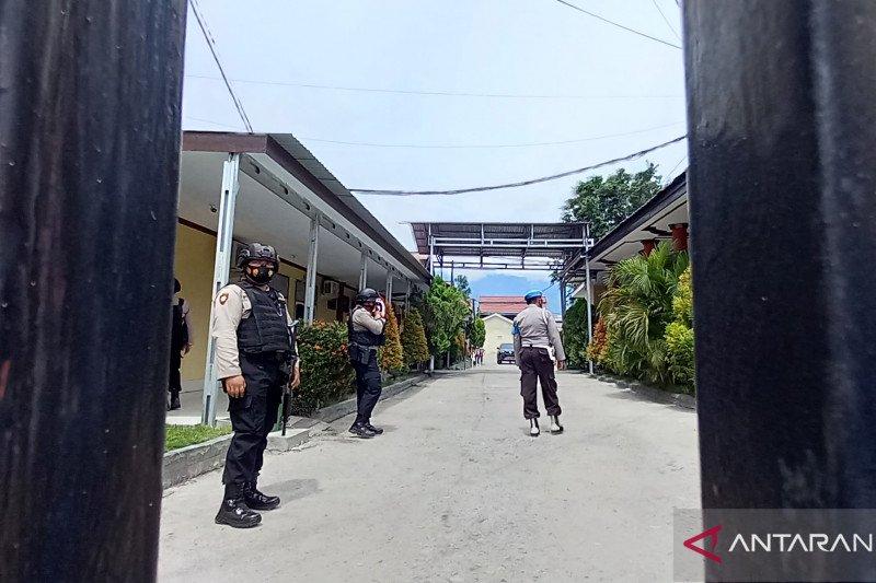 Dua teroris Poso tewas dalam kontak tembak.