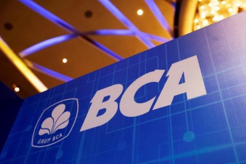 Sempat menguat, harga saham BBCA bervariasi jelang