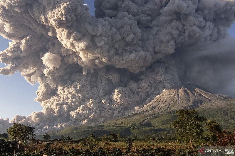Erupsi Gunung Sinabung, awan panas dengan luncuran 4.500 meter