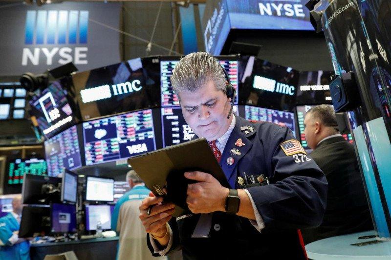 Wall Street jatuh terseret Apple dan Tesla, Nasdaq anjlok 1,69 persen