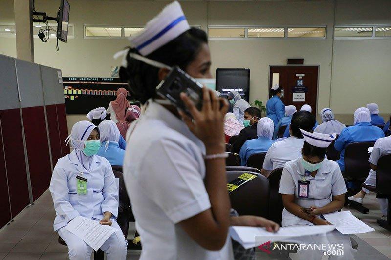 Penerima vaksinasi COVID-19 di Malaysia diberi sertifikat