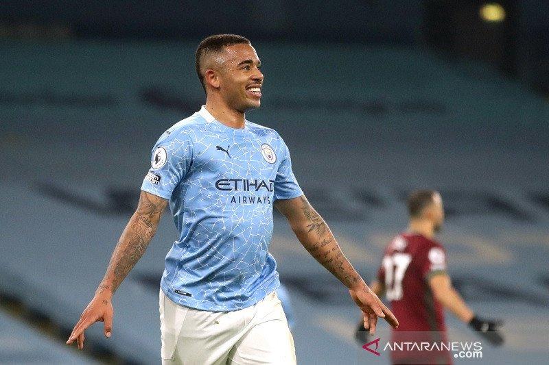Gabriel Jesus cetak dua gol saat City hantam Wolverhampton 4-1