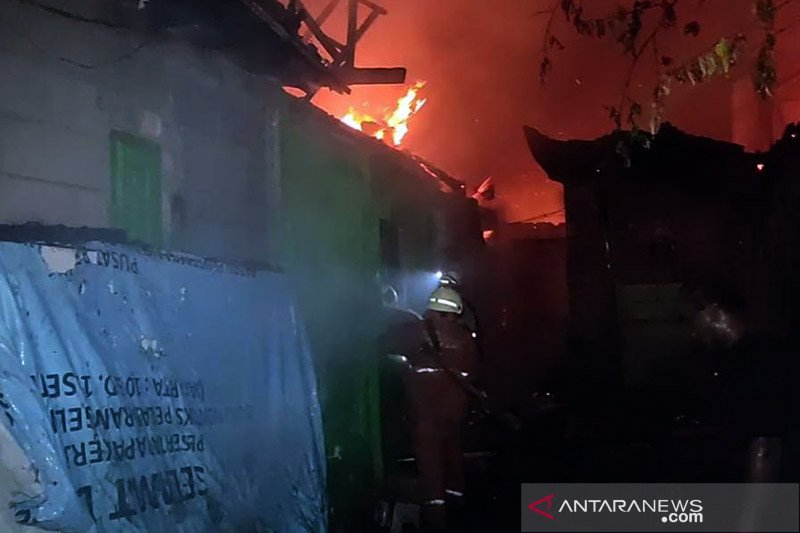 Kebakaran permukiman padat penduduk di Cakung hanguskan 15 rumah