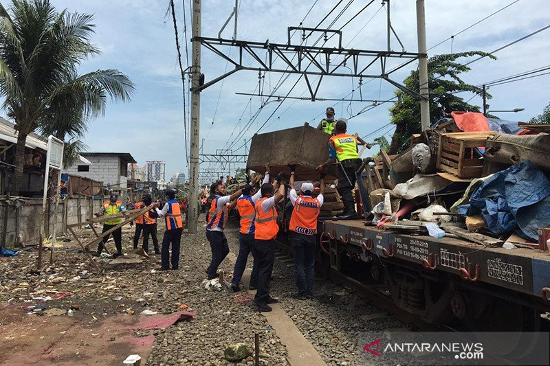 PT KAI Daop 1 Jakarta tertibkan kawasan Pasar Gaplok