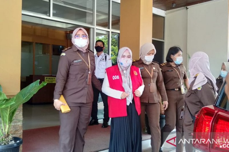 Jaksa tahan tersangka kasus korupsi KJKS kelurahan di Padang, Sumbar