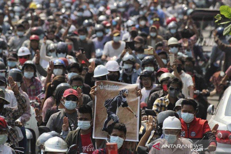 Pemakaman jenazah pengunjuk rasa anti kudeta militer di Myanmar