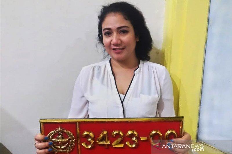 POM TNI mengamankan seorang wanita pengguna pelat dinas palsu