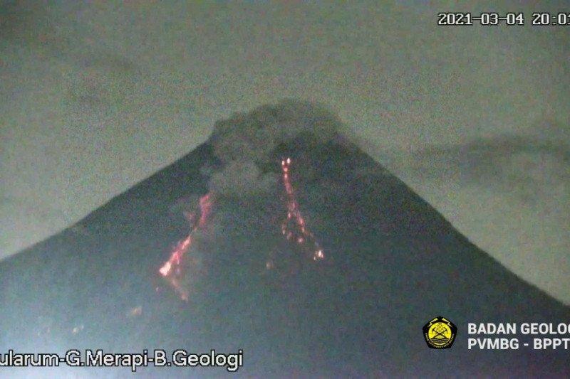 Gunung Merapi luncurkan awan panas guguran pada Kamis malam