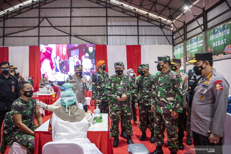 Panglima TNI dan Kapolri tinjau vaksinasi COVID-19 bagi personelnya
