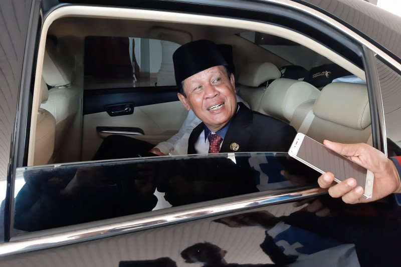 Pihak mantan Gubernur Kepri membantah enggan kembalikan mobil dinas