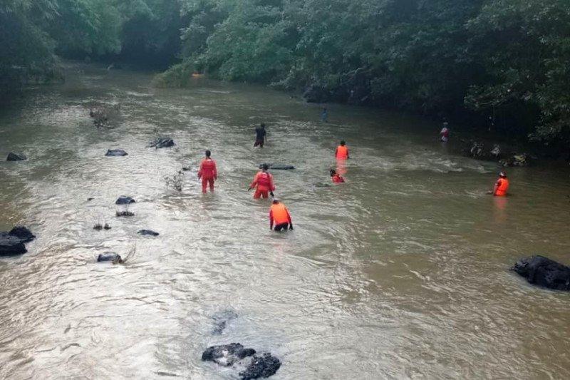 Seorang anak meninggal dan satu hilang terseret air bah di Lombok