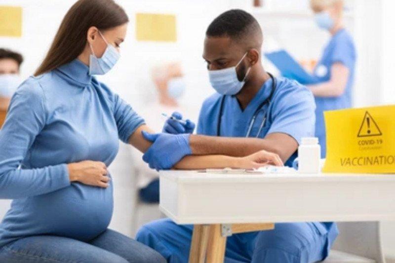 Amankah vaksinasi COVID-19 untuk ibu hamil dan menyusui?