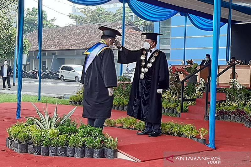 Universitas Muhammadiyah Purwokerto gelar wisuda luring dan daring
