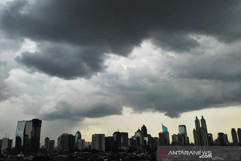 BMKG prakirakan hujan disertai petir di DKI Jakarta pada Selasa