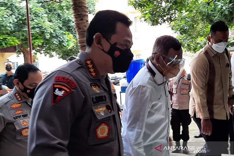 Mahfud MD sambut kedatangan Kapolri di Kompolnas
