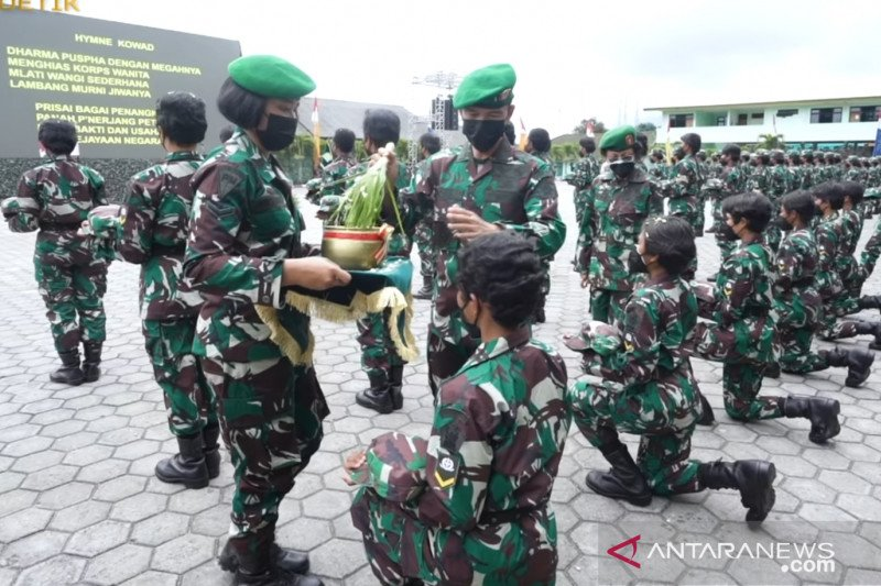 TNI AD mengukuhkan 221 anggota Kowad Prasis Dikmaba