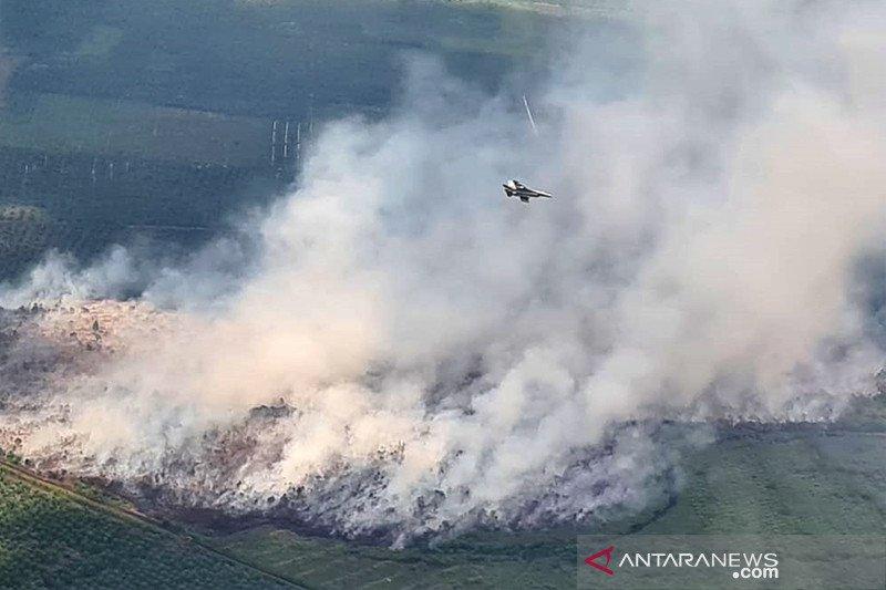 Jet tempur F-16 ikut patroli karhutla di Riau