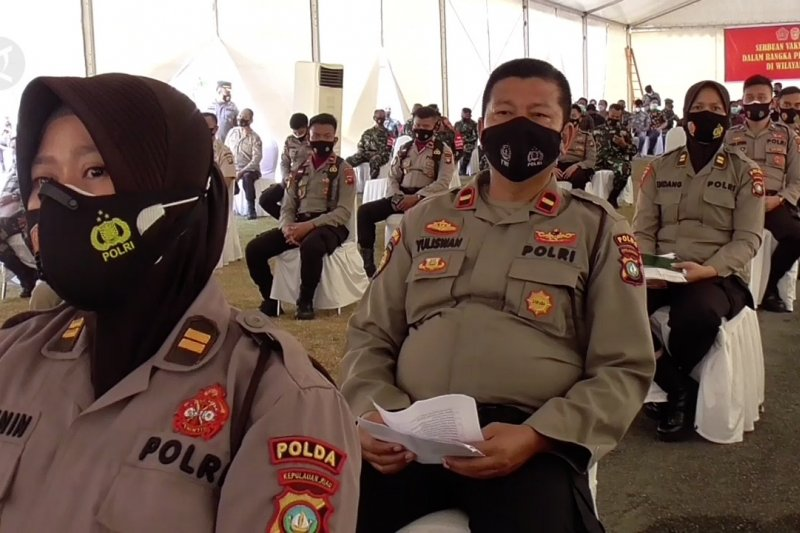 1.000 anggota TNI-Polri di Kepri terima vaksin COVID-19