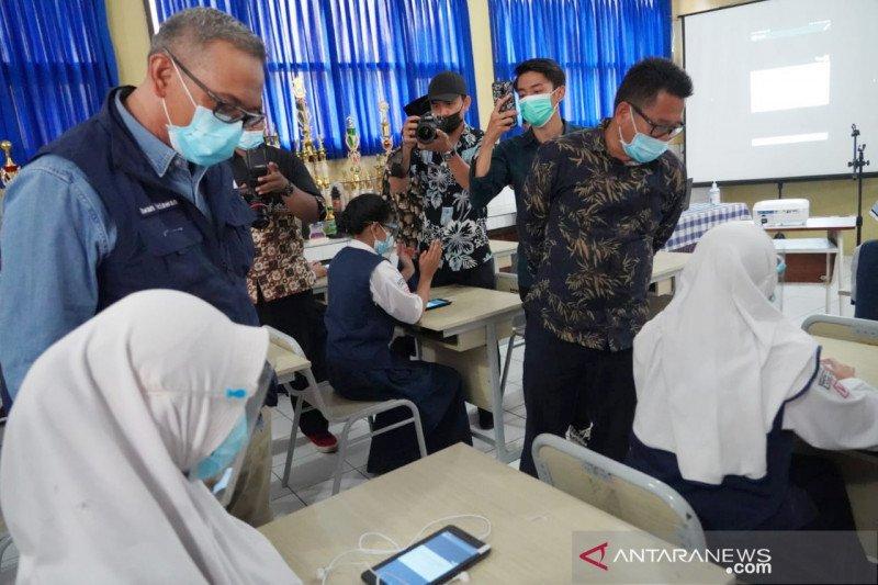 Wabup Bogor gandeng PGN bagi-bagi tablet untuk belajar