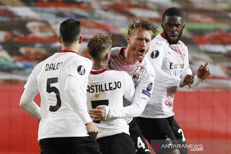 Gol larut Simon Kjaer menghindarkan Milan dari kekalahan di Old Trafford