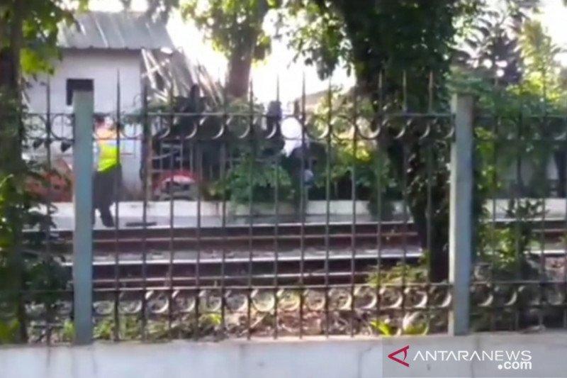 Polisi usut kakek tewas tersangkut di pagar Stasiun Lenteng Agung