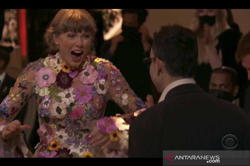 Album Folklore oleh penyanyi Taylor Swift sabet Grammy Awards kategori