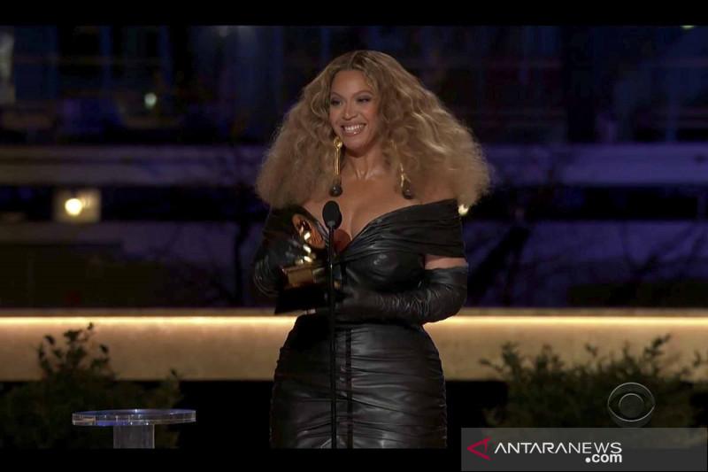 Penyanyi Beyoncesabet Grammy Awards untuk kategori
