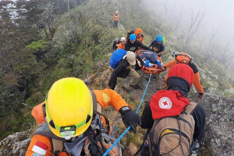 Basarnas berhasil evakuasi pendaki jatuh di jurang Gunung Lompobatang