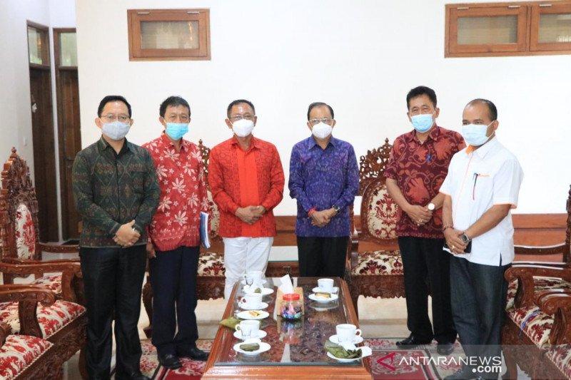 Gubernur fasilitasi vaksinasi COVID-19 pekerja migran asal Bali