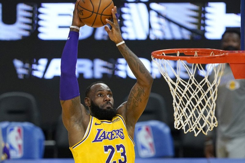 Ringkasan NBA: James, Antetokounmpo dan Harden cetak triple-double