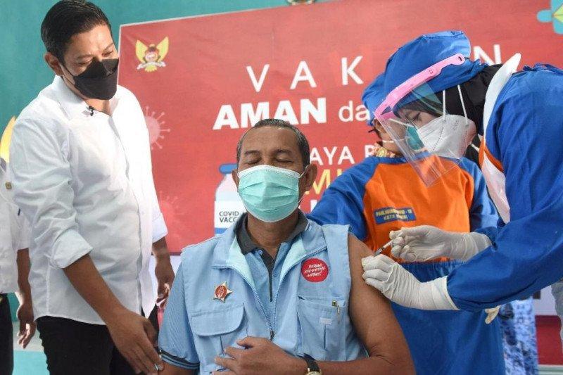 Ketua RT di Kota Kediri dapat giliran vaksinasi COVID-19