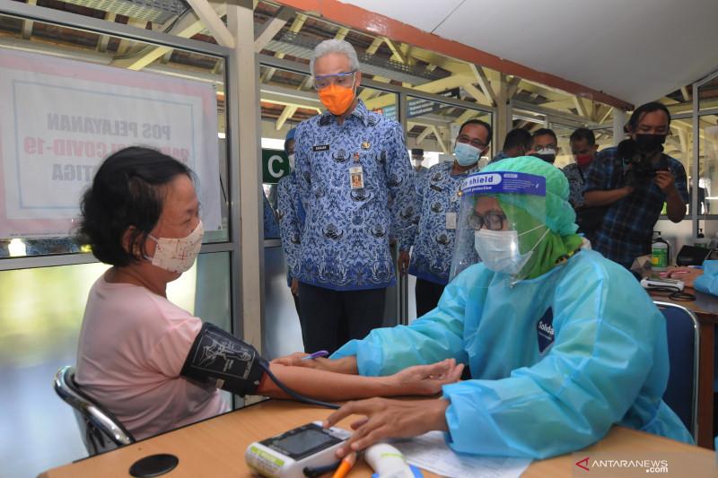 Gubernur Jateng tinjau vaksinasi COVID-19 di Salatiga