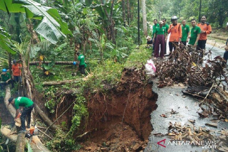 Musibah tanah longsor Pamekasan kian meluas akibat cuaca buruk