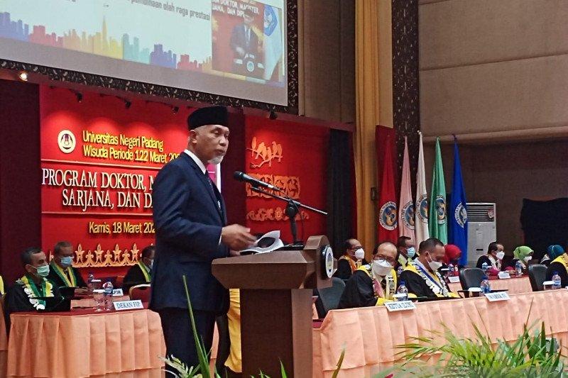Gubernur paparkan isu strategis Megatrends 2030 di wisuda UNP ke-122
