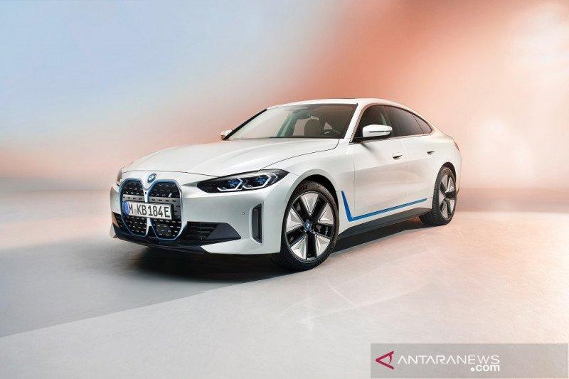 BMW ungkap tampilan BMW i4
