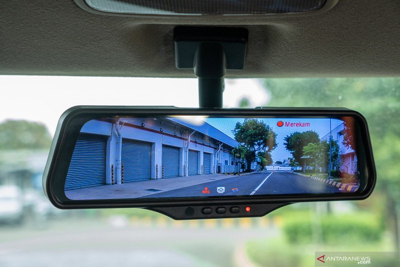 Empat keunggulan Smart E-Mirror Suzuki XL7